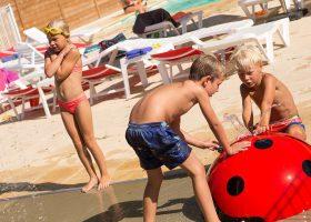 camping piscine chauffée jeux d'eau perigord