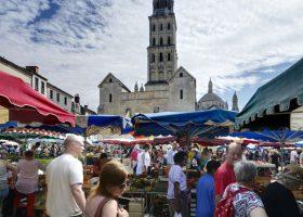 Marché traditionnel Périgueux cathédrale